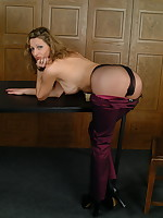 Naughty pantymom Kerry shows it all - Milf Nylon